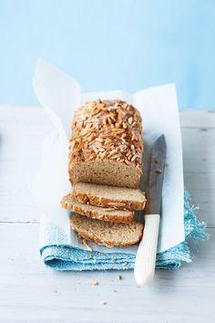 Süßes Frühstücksbrot mit Quark | http://eatsmarter.de/rezepte/suesses-fruehstuecksbrot