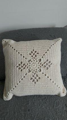 Pinwheel Cushion and Blanket Crochet pattern by Ivy and Mabel Filet Crochet, Art Au Crochet, Beau Crochet, Diy Crafts Crochet, Crochet Home, Crochet Projects, Crochet Motif Patterns, Crochet Lace Edging, Crochet Squares