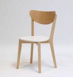 silla estilo nordica o escandinava. blanco laqueado y madera natura