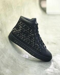 low priced 51f22 decbc Boys, All Black Sneakers, Fashion, Louis Vuitton, Kicks, Young Boys,