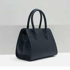 ZARA City bag with handle Beautiful Navy blue color, perfect size  Handle and adjustable and removable strap  Lining with various compartments.  No Trades!! Zara Bags
