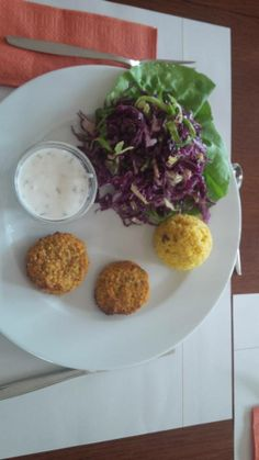 Millet burger with salad for the yogies.