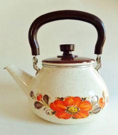 Vintage Sanko Ware Tea Kettle Show-Pans Enamelware Orange Poppy Japan MCM Vintage Fall, Retro Vintage, Vintage Tea Kettle, Autumn Tea, Orange Poppy, Flower Tea, Vintage Kitchen, Poppies, Pots