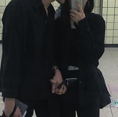 Find images and videos about couple, korean and ulzzang on We Heart It - the app to get lost in what you love. Couple Swag, Swag Couples, Grunge Couple, Cute Couples Goals, Couple Goals, Couple Ulzzang, Ulzzang Girl, Couple Aesthetic, Aesthetic Photo