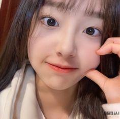 South Korean Girls, Korean Girl Groups, Olivia Hye, Kpop, Chuu Loona, Sparkles, Icons, Symbols, Ikon