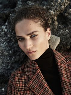 Harpers-Bazaar-Netherlands-Valentine-Bouquet-Zoltan-Tombor-1.jpg