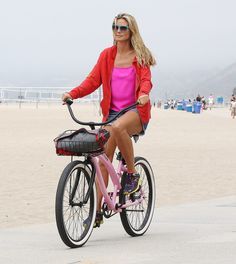 Heidi Klum on a Paul Frank Nirve Bike Cruiser Bicycle, Bicycle Girl, Urban Cycling, Cycling Girls, Cycle Chic, Heidi Klum, Celebs, Celebrities, Biking