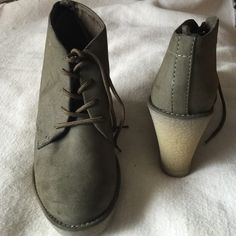 Old Navy ankle boots Faux suede NWOT Old Navy Shoes Ankle Boots & Booties