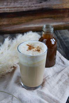 Chestnut Praline Latte a la Starbucks Chestnut Praline Latte, Starbucks, Coffee Recipes, Glass Of Milk, Panna Cotta, Pudding, Ethnic Recipes, Desserts, Kitchens