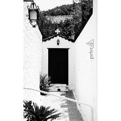 #Greece #sea #photoshoot #landscape #colorful #bench #chic #luxury #blackandwhite #black #white #shoot #nikon #nopeople #minimal #photography #nikonphotography #minimalistic #iggreece #summergreece #architecture
