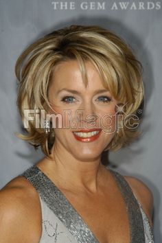 Deborah Norville during Jewelry Information Center Annual Gem. Short Hair With Layers, Layered Hair, Short Hair Cuts, Deborah Norville Hair, Medium Hair Styles, Curly Hair Styles, Short Styles, Evelyne Dheliat, Mom Hairstyles