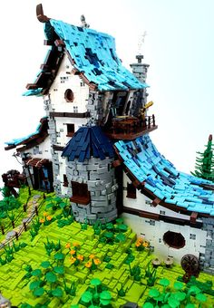 great techniques -- sloped roof, round windows, generally dilapidated by Cesbrick Legos, Lego Burg, Lego Sculptures, Lego Minecraft, Minecraft Skins, Minecraft Buildings, Amazing Lego Creations, Lego Craft, Lego Room