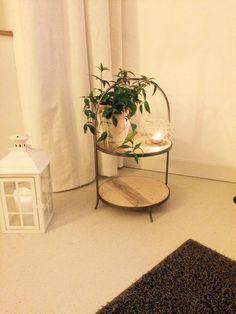 #meinformstil begeisterte Kundin mit riesen Etagere von formstil.ch Table, Furniture, Home Decor, Creative Ideas, Decoration Home, Room Decor, Tables, Home Furnishings, Home Interior Design