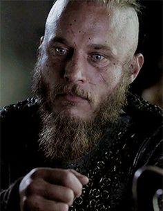 "ohbelllaciao: """"*jerk with a heart of gold* "" "" Ragnar Lothbrook, Ragnar Lothbrok Vikings, Vikings 2, Vikings Tv Series, Vikings Tv Show, Lagertha, Hogwarts, Vikings Travis Fimmel, Viking Series"
