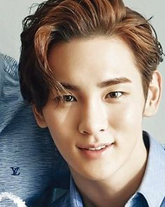Key-he looks like jack from titanic so cute and handsome