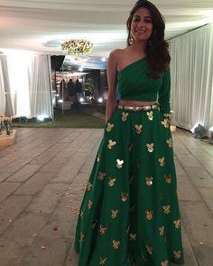 10 Bridal Lehenga Blouse Designs to Adore this Wedding Season - MetroMela Indian Attire, Indian Wear, Indian Dresses, Indian Outfits, Look Short, Lehnga Dress, Lehenga Blouse, Indian Lehenga, Desi Clothes