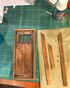 I spent some time building a front door for my cabin project this weekend. - mket - I spent some time building a front door for my cabin project this weekend. I spent a little - Vitrine Miniature, Miniature Rooms, Miniature Crafts, Miniature Houses, Miniature Furniture, Dollhouse Furniture, Dollhouse Tutorials, Diy Dollhouse, Dollhouse Miniatures