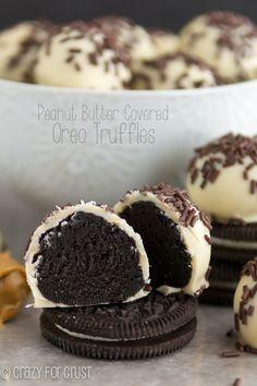 Peanut Butter Oreo Trufas | crazyforcrust.com | Una trufa Oreo cubiertas de chocolate blanco mantequilla de maní!