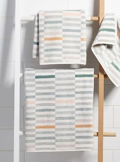 Citta Design at Simons Maison. A touch of softness for your bathroom! Indulge in a set of silky velvet terry towels featuring a geometric jacquard pattern in a chic and delicate mint green palette. Absorbent 100% looped cotton terry underside. Dimensions Bath: 70 x 140 cm Hand: 50 x 70 cm Facecloth: 34 x 34 cm