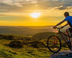 From cute animals to quite the opposite, my brother... But at least it's a cool sunset.  #dartmoor #sunset #ivybridge #bike #landscape #offroad #devon #harford #photography http://tipsrazzi.com/ipost/1523104677700285750/?code=BUjJ6J2D7U2