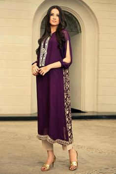 Traditional Indian bridal gowns for summer 2013 - Indian fashion 2013 Pakistani Couture, Pakistani Outfits, Indian Outfits, Kurti Sleeves Design, Sleeves Designs For Dresses, Sleeve Designs, Dress Designs, Kurta Designs, Desi Wear