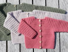 Hæklet Baby Cardigan Knitting For Kids, Baby Knitting Patterns, Crochet For Kids, Crochet Baby Cardigan, Crochet Baby Clothes, Baby Bloomers, Crochet Books, Diy Baby, Baby Booties
