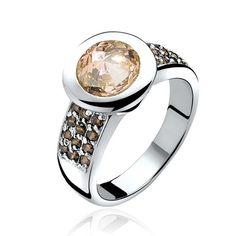 1e Gehalte zilveren ring bezet met een grote champagne kleurige en vele kleine bruine zirkonia, Zinzi nieuw in geschenkverpakking. ZIR841C