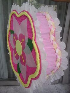 piñata de campanita entamborada con figura en foami