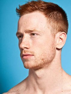 Here are 21 of our favorite redhead men's hairstyles. You're looking for your next ginger hairstyle, look no further. Hot Ginger Men, Ginger Boy, Ginger Hair, Ginger Snap, Side Swept Hairstyles, Cool Hairstyles, Short Hairstyle, Red Hair Men, Mens Hair