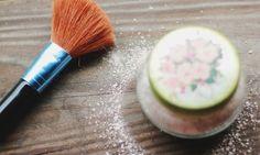 Kuru şampuan, her gün saçlarını yıkamaktan vazgeçemeyenlerin de saçlarını sık yakamaktan hoşlanmayanların da derdin