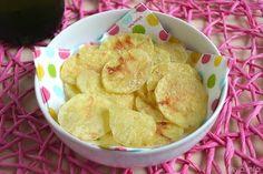 Chips di patate al microonde, scopri la ricetta: http://www.misya.info/2015/06/04/chips-di-patate-al-microonde.htm