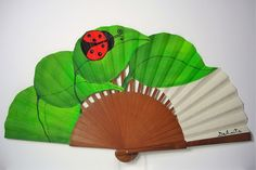 Abanico floral La Mariquita Vintage Fans, Diy Fan, Crochet Patterns, Clip Art, Costumes, Cool Stuff, Gifts, Hand Fans, Weird