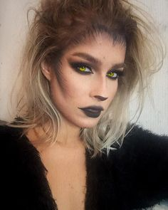 Are you looking for inspiration for your Halloween make-up? Check this out for cute Halloween makeup looks. Yeux Halloween, Halloween Party Kostüm, Wolf Halloween Costume, Cute Halloween Makeup, Halloween Inspo, Halloween Looks, Wolf Make Up Halloween, Creepy Halloween, Halloween Stuff
