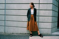 スポーティーなCOACH jkを女性らしくスカート合わせにしてみました。  デニムでカッコ良く着こなすのも好きですが、スカートでルーズに合わせた方が自分らしくって好き♡  ケイトモスとゴドリスの2ショットな貴重な一枚をジャケットにプリントをするのに、かなり手間をかけた1枚は、シルエットも大きすぎず、スッキリと着ていただけます♡
