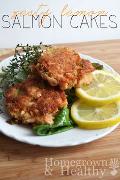 Zesty lemon salmon cakes // Zesty lemon cakes, made with fresh salmon. Perfect for brunch! Fish Recipes, Seafood Recipes, Great Recipes, Dinner Recipes, Cooking Recipes, Healthy Recipes, Savoury Recipes, Healthy Options, Salmon Dishes