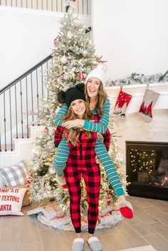 Cozy Christmas Outfit, Christmas Pajama Party, Christmas Couple, Christmas Pajamas, Christmas Girls, Xmas, Christmas Pictures Family Outdoor, Christmas Pictures Outfits, Christmas Photos