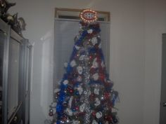 Au sommet de l'arbre soumis par Steve Pinet / Tree topper submitted by Steve Pinet Canadian Christmas, Montreal Canadiens, Christmas Tree Toppers, Boyish, Holiday Decor, Crafts, Inspiration, Hunting, Biblical Inspiration