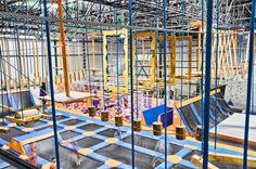 Stacja Grawitacja Warszawa, łączy w sobie unikalny park trampolin, boisko do SlamBall'a (Boisko koszykarskie z trampolinami pod koszami), ogromna poduchę z zeskokiem i wielopoziomową rampą. Dla zajawkowiczów pragnących spróbować swoich sił Stacja posiada Tor przeszkód Ninja, na nim crossfit'owcy, uczestnicy biegów z przeszkodami mogą poprawić i zarazem sprawdzić swoje umiejętności fizyczne, każdy znajdzie w nim miejsce dla siebie. Stacja Grawitacja jako pierwszy i jedyny obiekt w Pols...