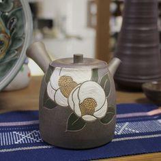 Yakishime white camellia teapot by Seiho #japanesepottery  #japaneseceramics  #pottery #ceramics #tea #greentea #wabipot #teatime #instatea #茶壶 #camellia #camellialovers