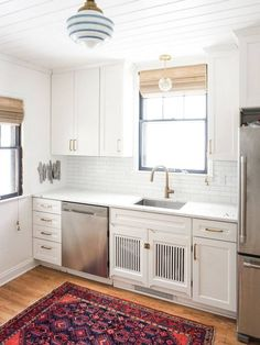 tiny, cute kitchen