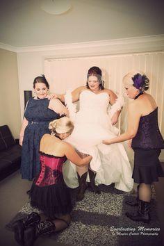 #gorgeousbride #bridesmaids #goldcoastphotographer #thebarnwedding #weddingphotography #unique #beautiful #huntervalleywedding