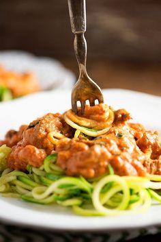 (Low Carb) Cream Cheese Zucchini Spaghetti from Buns In My Oven Keto Pasta Recipe, Pasta Recipes, Low Carb Recipes, Beef Recipes, Cooking Recipes, Spiralizer Recipes, Dinner Recipes, Zoodle Recipes, Spaghetti Recipes