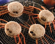 Healthy Halloween Snacks for School – 8 Great Ideas Spider sandwiches -cream cheese or  sun butter or jelly