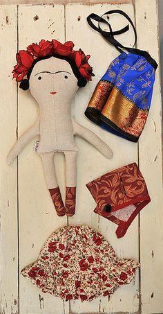 Frida Kahlo doll Tilda toy children Frida Kahlo by littlesbyBella Felt Dolls, Plush Dolls, Doll Toys, Tilda Toy, Paperclay, Sewing Dolls, Diy Doll, Fabric Dolls, Doll Face