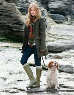 Walking the dog in style. English Country Fashion, British Country Style, Mode Country, Country Wear, Country Outfits English, Country Living, Raincoats For Women, Outerwear Women, Preppy Outfits