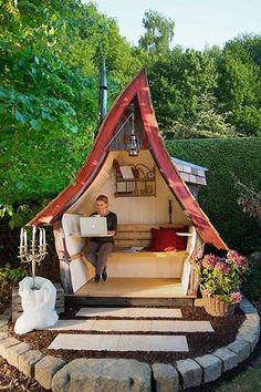 Relax The Philosophers Bank is the fairytale, large and flexible counterpart to the … Modern is part of Garden buildings - Relax Die Philosophenbank ist das märchenhafte, große und flexible Pendant zum Relax The Philosop Fairy Houses, Cubby Houses, Play Houses, Crooked House, She Sheds, Garden Buildings, Outdoor Living, Outdoor Decor, Beach Chairs