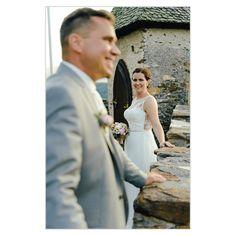 """Vertrauen –was bedeutet das für Dich? ❓Hat Vertrauen  mit """"trauen"""" im Sinne sich etwas wagen zu tun? Ich denke schon. 👍🏼 🌈 Ich traue dem anderen, ohne etwas großartig in Frage zu stellen und verlasse mich auf den anderen. . 😎 Normalerweise wird man mit einem Grundvertrauen geboren. Die weitere Entwicklung diese Grundvertrauens hängt dann von seiner Kindheit ab und dem Erlebten. Davon hängt dann ab, wie weit das Grundvertrauen gestärkt oder aber auch abgebaut wird. Wedding Dresses, Photography, Second Year Anniversary, Confidence, Childhood, Bride Dresses, Bridal Gowns, Photograph, Fotografie"""
