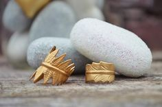 Golden feather and farn ring, jewellery by Ann & für mich