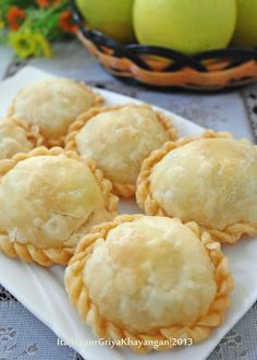 Dapur Griya Khayangan: Kue Pastel Indonesian Desserts, Indonesian Food, Asian Snacks, Asian Desserts, Savory Snacks, Snack Recipes, Cooking Recipes, Curry Puff Recipe, Ensaymada Recipe