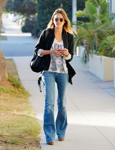 How to Wear Flared Jeans: The Dos and Don'ts. Do: Wear a long blazer over a vintage rocker T-shirt, and platform sandals like Jessica Alba. It's a great look for the weekend.